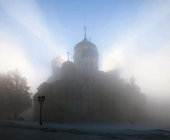 «Сия угреша сердце мое...» - эти слова великого князя Дмитрия Донского сказанные после чудесного явления на воздухе иконы Святителя Николая,.  дали название знаменитому монастырю.