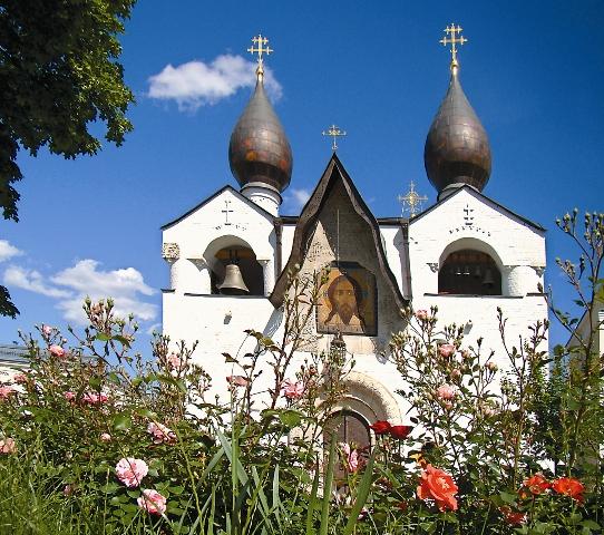 Покровский храм в Марфо-Мариинской обители – шедевр неоклассицизма. его расписывали М. Нестеров, П. Корин и другие выдающиеся художники