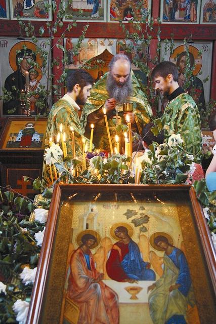 На Троицу все христиане стараются причаститься