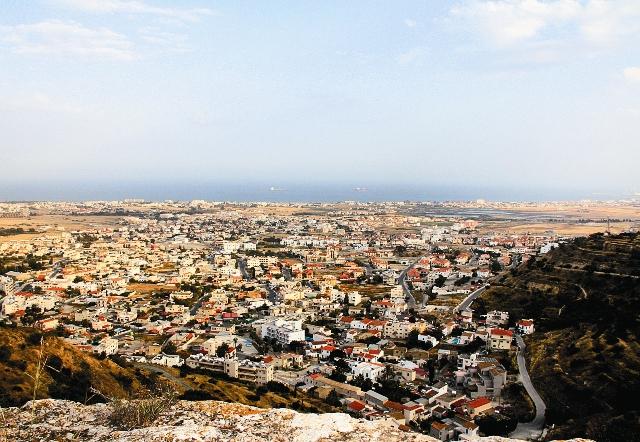 По преданию, Пресвятая Богородица побывала на Кипре и подарила епископу омофор, сотканный Ею