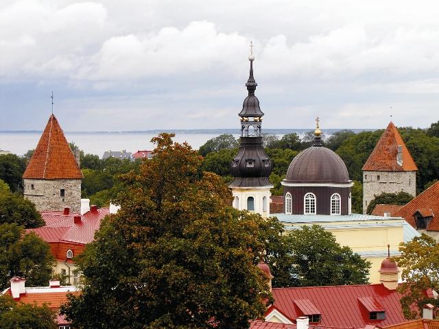 Храм в честь небесного покровителя Александра III было решено возводить в Ревеле (Таллине).