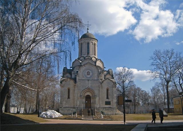 Храм Спаса Нерукотворного - древнейший каменный храм Москвы был построен в 1368 году и расписан Андреем Рублевым и Даниилом Черным в 1468-м.
