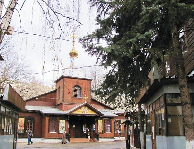 Храм Свт. Николая в Бирюлеве –  домашний, уютный, намоленный
