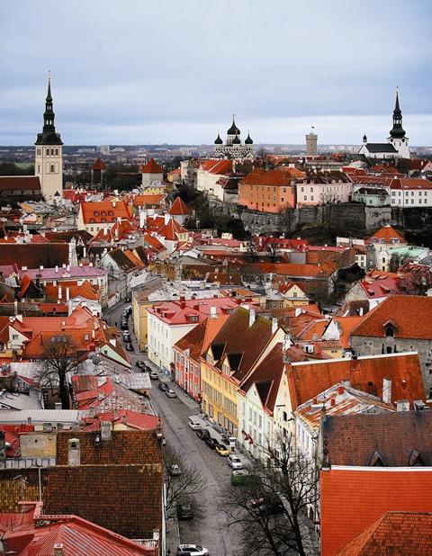 Немецкие купцы, которые владели домами на этой площади, уверяли, что «русские луковицы» испортят вид ганзейского города