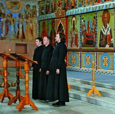 Многие, пришедшие поклониться святым мощам преподобного Александра, были вознаграждены за свою веру и молитвенное усердие