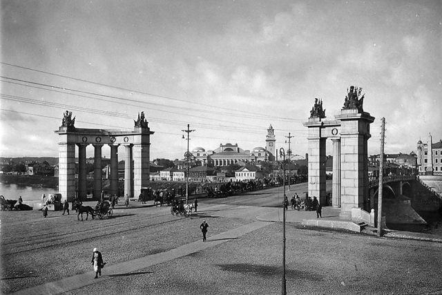 Вид Бородинского моста с Варгунихинской смотровой площадки. Открытка 1927 года