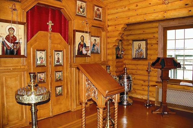 Интереьер временной часовни в честь иконы Божией Матери «Иверская»