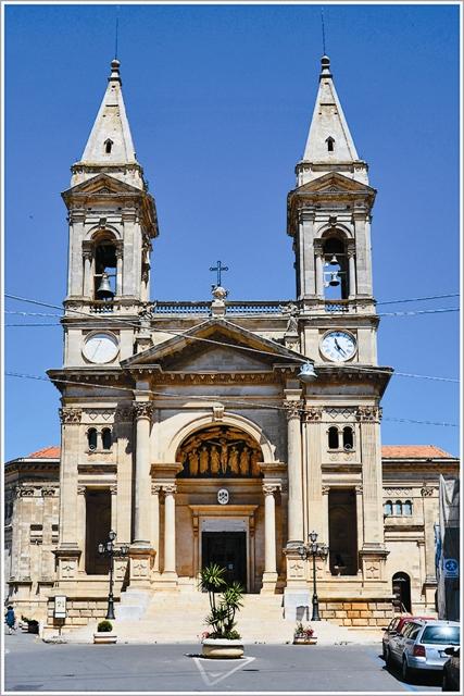 Собор во имя святых мучеников, чудотворцев и бессребреников Космы и Дамиана, которые считаются покровителями Альберобелло