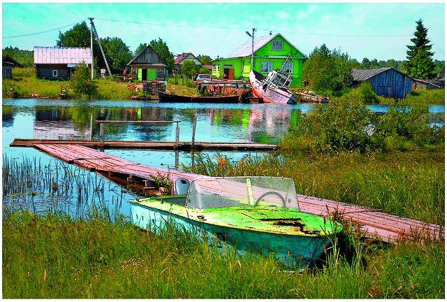 Даже поселению вокруг обители был присвоен статус города с именем Кириллов