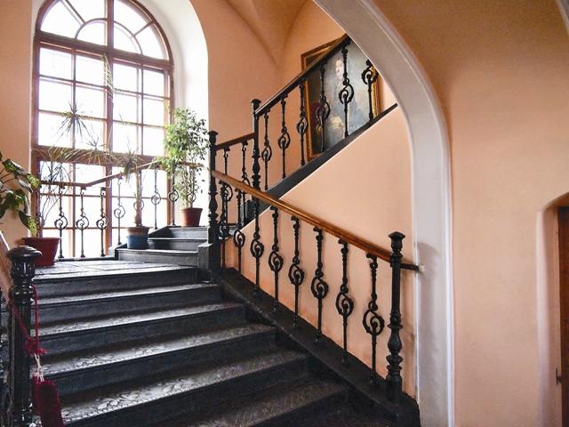 Чугунная лестница, сохранившаяся до наших дней