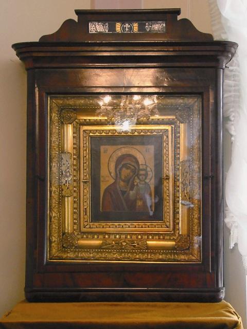 иконой Казанской Божией Матери