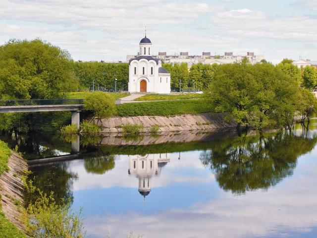 Храм святого Михаила Тверского на острове Памяти