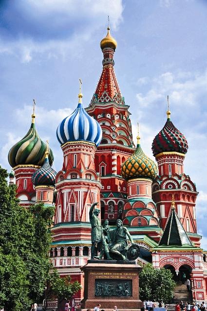 Храм Василия Блаженного прославил в камне непобедимый русский дух и стал символом торжества Православия