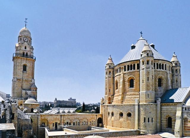 Здание, в котором находилась Сионская горница, за прошедшие века много раз разрушалось и перестраивалось.