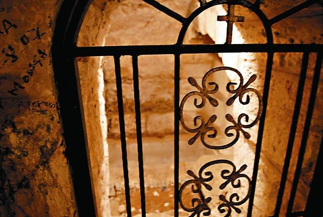 Подземные гроты храма