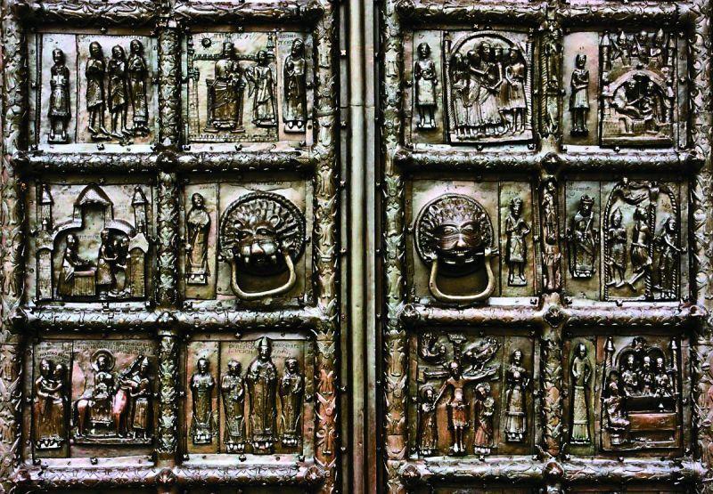 Бронзовые ворота изготовили в Магдебурге, в Новгород они попали в 1182 году как военный трофей после победы в боях за шведскую крепость Сигтуну