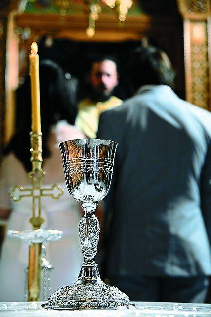 Совместная чаша была хрустальным кубком, который потом разбивался об пол.