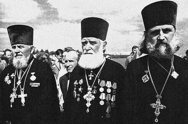 За время войны Русская Православная Церковь потеряла миллионы верующих, лишилась прекрасных храмов; уцелевшие церкви на освобожденных территориях были опустошены и разграблены, святыни осквернены.