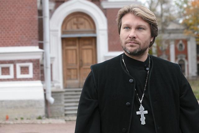 Егора Пазенко утвердили в роли священника без проб