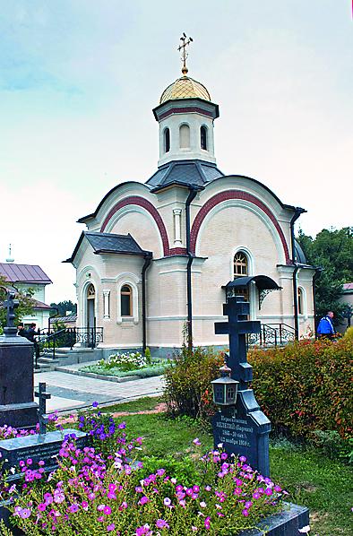 Часовня на месте погребения убиенных оптинских братьев: иеромонаха Василия, иноков Трофима и Феропонта
