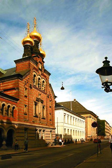 В 1881 году русское правительство купило участок земли, и началось строительство каменной православной церкви в центре Копенгагена.