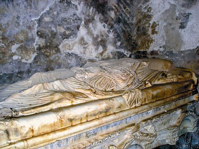 Остатки гробницы Святителя Николая в Демре