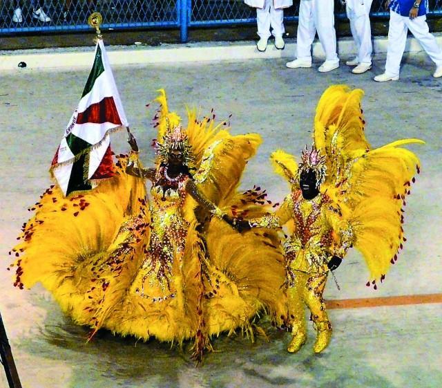 Не поверите, но бразильский карнавал со всеми своими блестками и перьями вполне сопоставим с нашей Масленицей