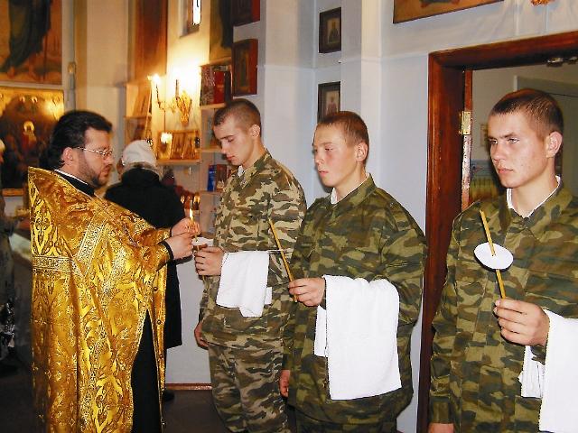 Среди чеховских воинов существует поверье, что если помолишься в этом храме перед иконой Казанской Божией Матери, то вернешься живым и невредимым из любой горячей точки