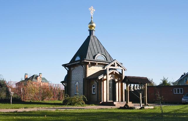 Храм, где хранится икона, находится в пяти километрах от московской кольцевой автодороги – в деревне Бачурино