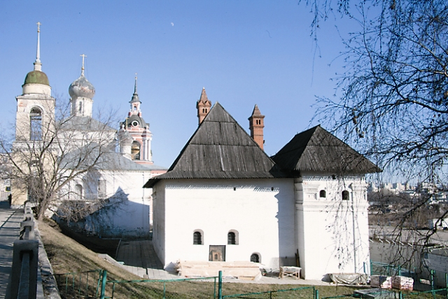 Английский двор - самое древнее здание Москвы