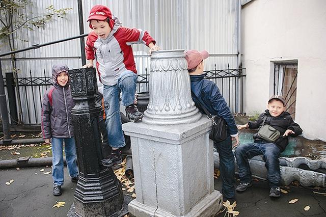 "Во дворе музея ""Огни Москвы"""
