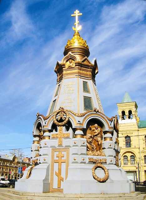 Памятник героям Плевны (вид снаружи)