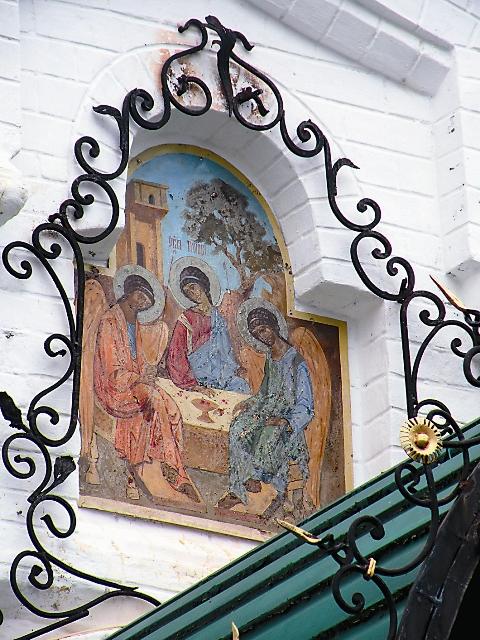 "Икона ""Троица"" над вратами Троицкого собора"