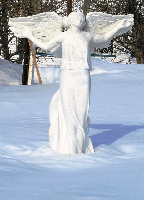 Одна из многочисленных скульптур на территории монастыря, созданная послушником -  профессиональным скульптором В. Савельевым
