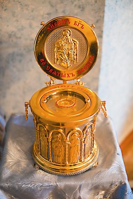 Распятие с частицей Животворящего Креста Господня