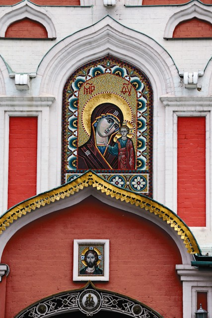 Фрагмент внешнего убранства Казанского собора
