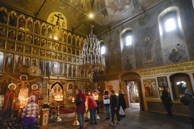 Сегодня в восстановленный храм приходят помолиться не только москвичи