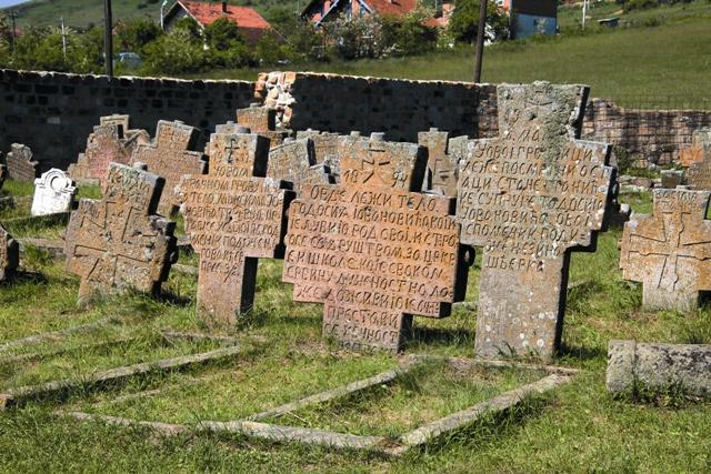 Кладбище у храма Петра и Павла