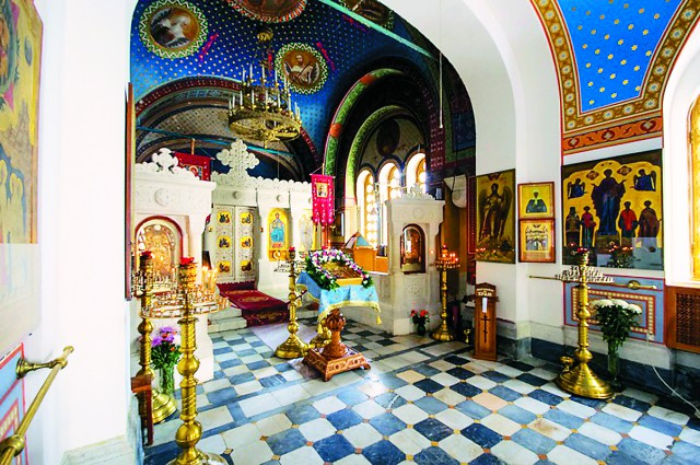 интерьер храма украшал мраморный иконостас