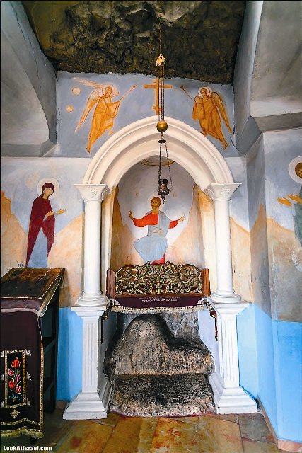 На этом камне, по преданию, молился Иисус Христос