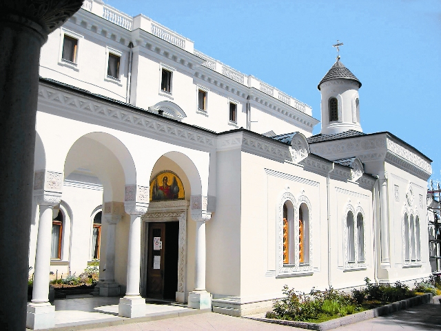 При Николае II по-новому устроили вход в храм и украсили паперть византийской колоннадой