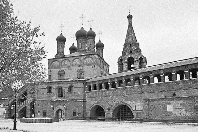 В 1991 году большая часть зданий Крутицкого подворья была возвращена Церкви. В настоящее время в подклете Митрополичьих палат размещается Музей паломничества и путешествий по святым местам, который открыт для посещения
