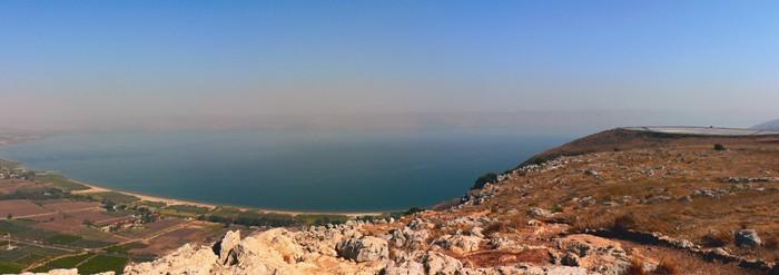 Тивериадское озеро более известно как Галилейское море, а в древнем и современном Израиле как озеро Кинерет. Его также называют Генисаретское озеро.