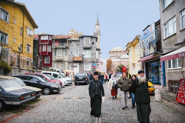 На улице Стамбула около храма Хора