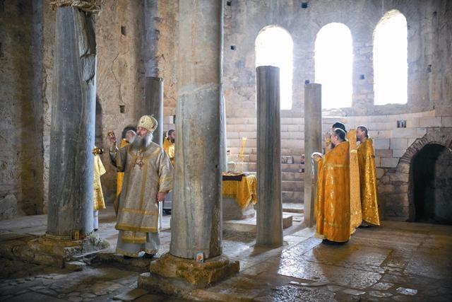 Божественная литургия в храме Святителя Николая Чудотворца в Мирах Ликийских