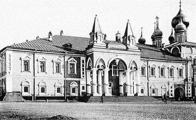 Петр Дмитриевич Барановский был последним, кто находился в стенах Чудова монастыря перед его сносом. В спешке он едва успел вы- нести мощи святителя Алексия, митрополита Московского.