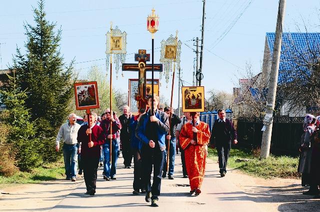 Каждый год прихожане Георгиевского храма совершают крестный ход по деревням прихода, чтобы еще и еще раз поделиться с верующими великой радостью Христова Воскресения