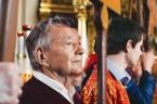 Желающих нести кресты, хоругви и иконы обычно бывает много, и по пути верующие меняются, давая друг другу возможность прикоснуться к святыне.