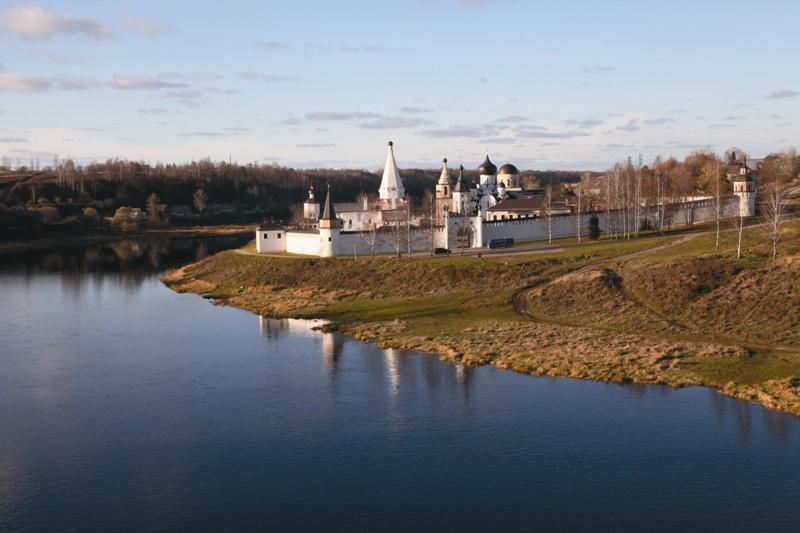 Старинные города Торжок и Старица, основанные у истоков самой боль- шой реки Европы, богаты не только своей историей, но и великими православными святынями