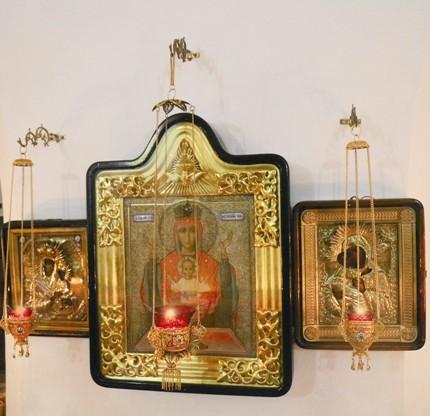 Перед чудотворной иконой «Неупиваемая чаша» регулярно совершаются молебны